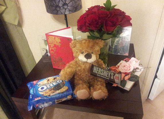 valentines-2014-teddy-bear-chocolate-roses