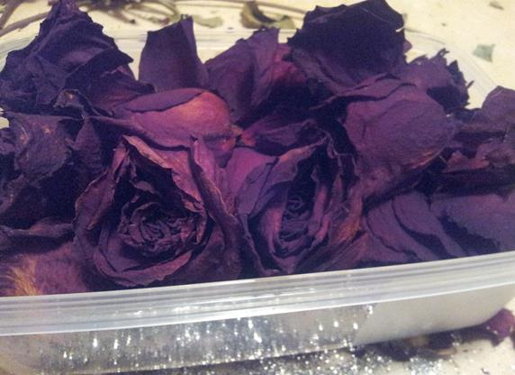 dried-red-roses-potpourri-things-to-do-with-dry-flowers