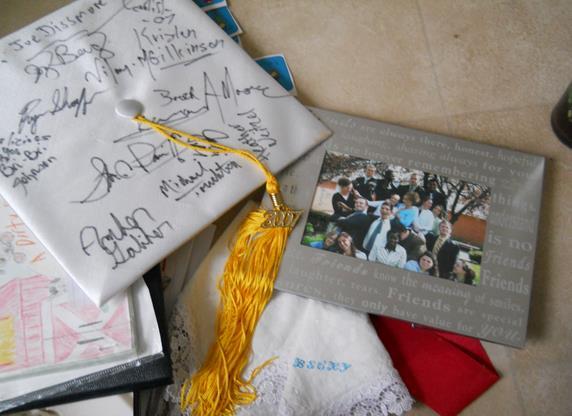 graduation_cap_classmates_seniors